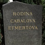 Zlacený nápis na náhrobku