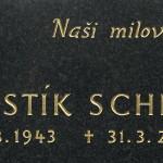 Zlacené písmo na náhrobku